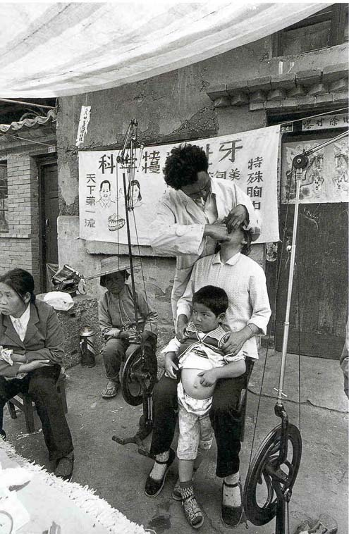 Barber Dentist : Wu Jialin art photography of barbers and dentists of Yunnan China